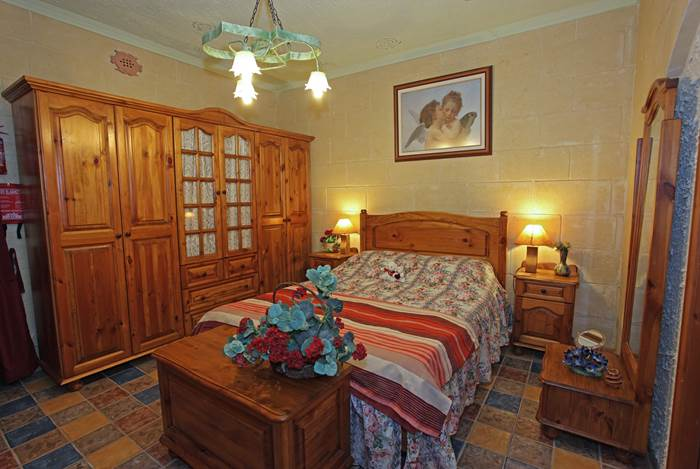 Gozo holidays villa bedroom ensuite